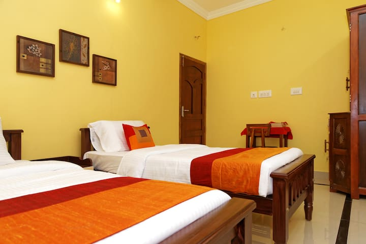 A/c Twin-bed room  @ Sowparnika Hermitage, Cochin - Kochi - Dům pro hosty