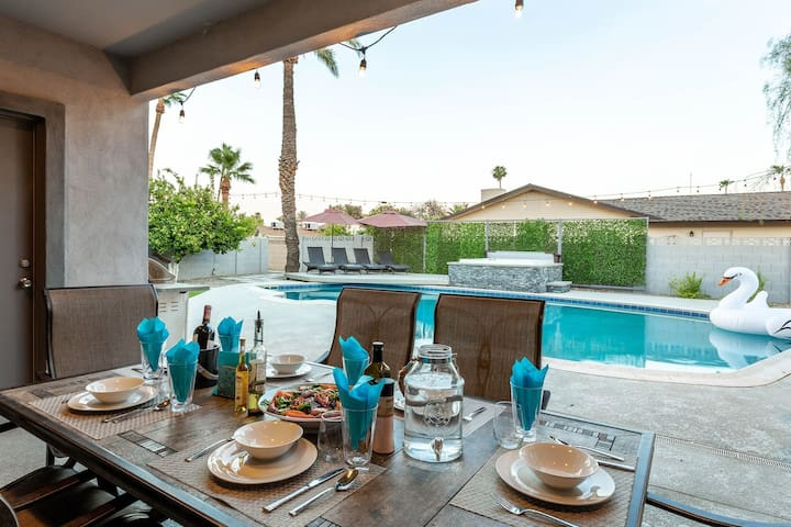 Share a meal with your family & friends with a great view of the Arizona sunset.