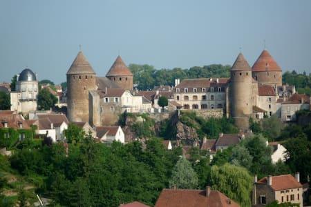 Burgondy Medieval city Studio 3*** - Semur-en-Auxois - Casa
