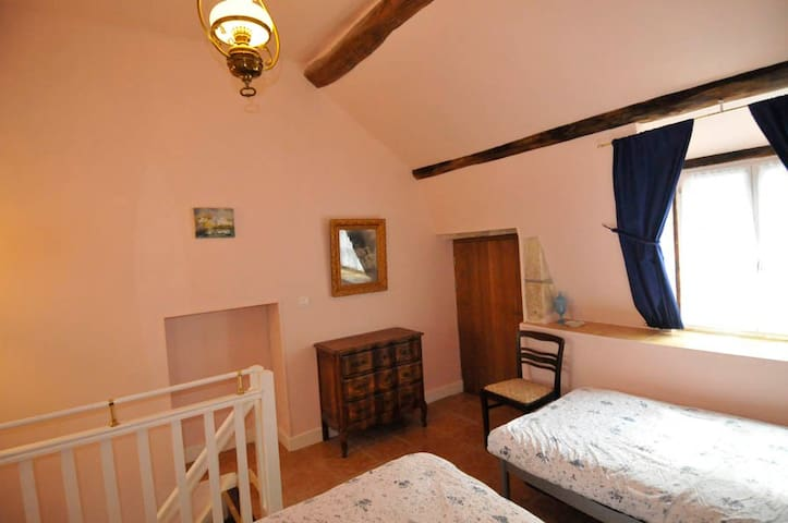 Benedictine Suite bedroom with two single beds (90cm x