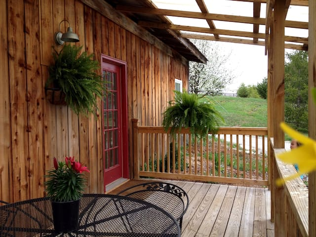2 Bedrm 1 bath cottage @ StoneLedge - La Grange - Talo