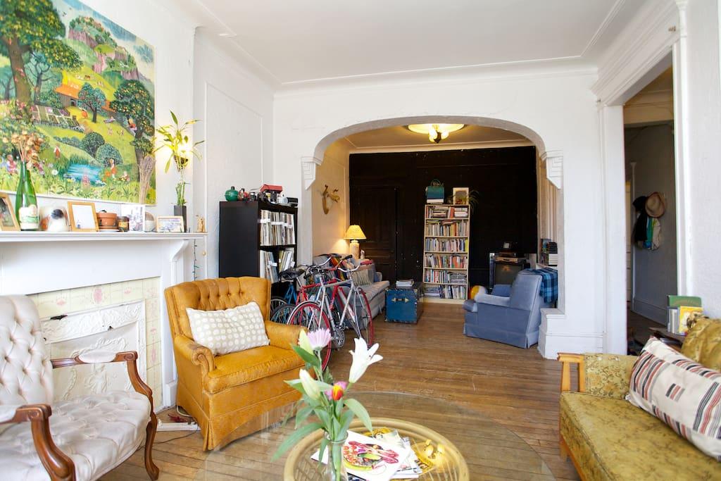 Cozy room in Mile end Gem