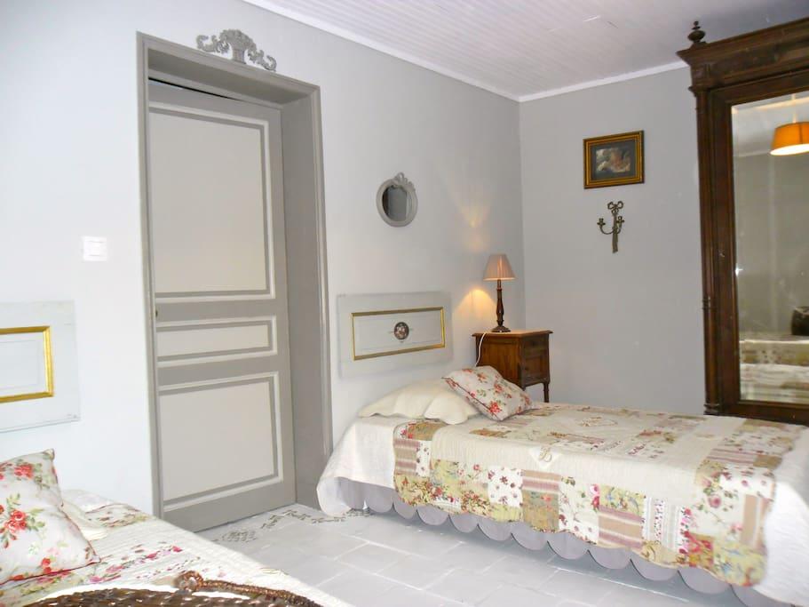 la chambre étage coté terrasse