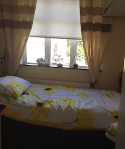 Single Room ( includes breakfast) - Huis