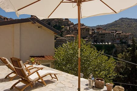 Charming house in Apricale w/views, Liguria - Apricale - Rumah