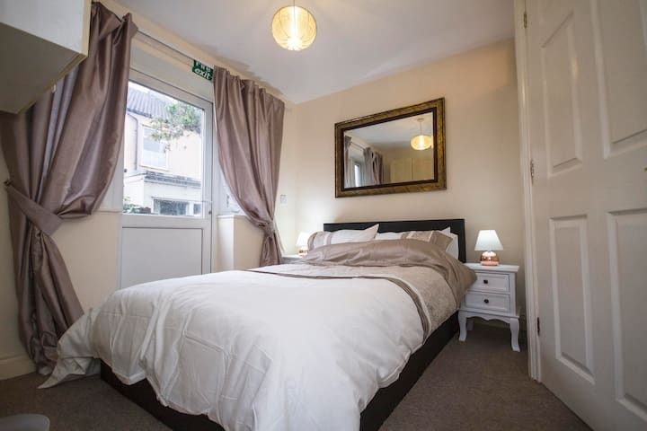 Cosy quiet studio 5 mins from Bristol Temple Meads