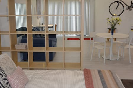 Studio apartment close to city & beach - Lower Mitcham - Leilighet