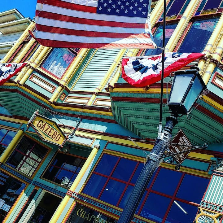 Ferndale's Romantic Getaway on Main Street