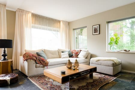LUXE STUDIO CLOSE TO AMSTERDAM AND NATURE RESERVE