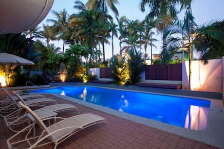 Independently owned and managed, recently refurbished and metres from iconic 4 Mile Beach and Port Douglas' restaurants and shops, Northern Breeze Penthouse is an architecturally designed spacious three story Penthouse with a private roof terrace.
