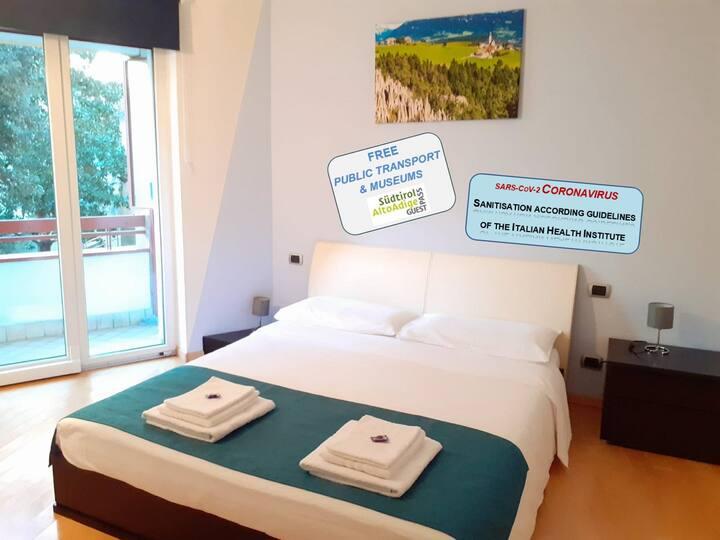 Cosy apartment (heart of Bolzano): Modern