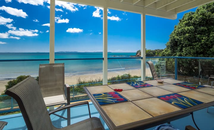 Willawong - beachfront, spacious family Apartment