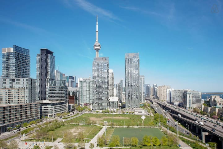 Downtown Condo by CN Tower/Roger's Center