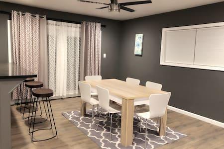 Fully remodeled 4BR/3BR house(185+ TV channels)