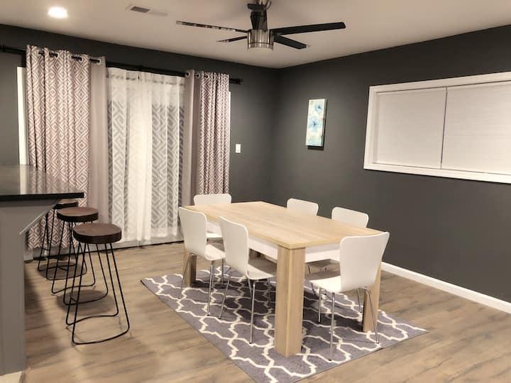 Fully remodeled 4BR/3BR house(Smart TV, Netflix )