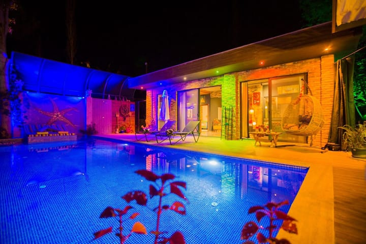 Villa florya lüx Villa  özel havuzlu tatilkeyfi