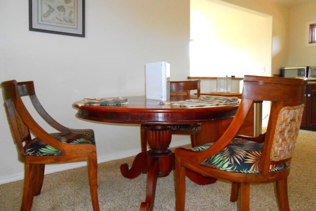 Balinese mahagony pedestal table to dine on.