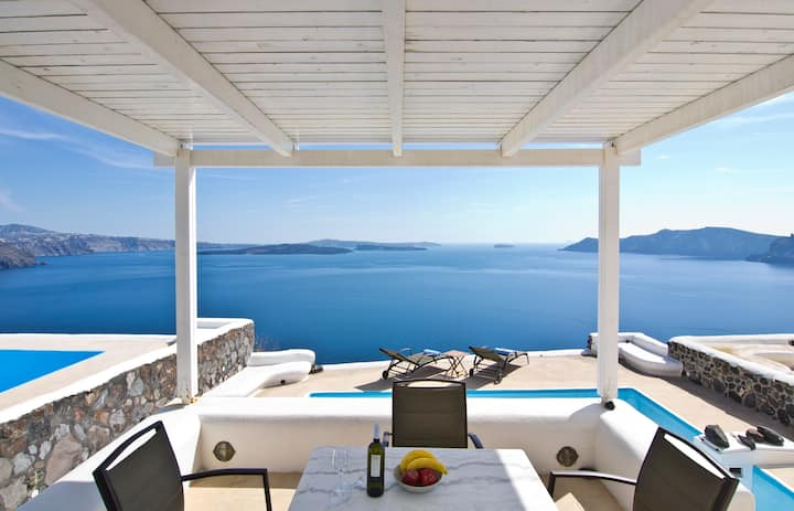 Private Villa with Pool in Oia, view, parking