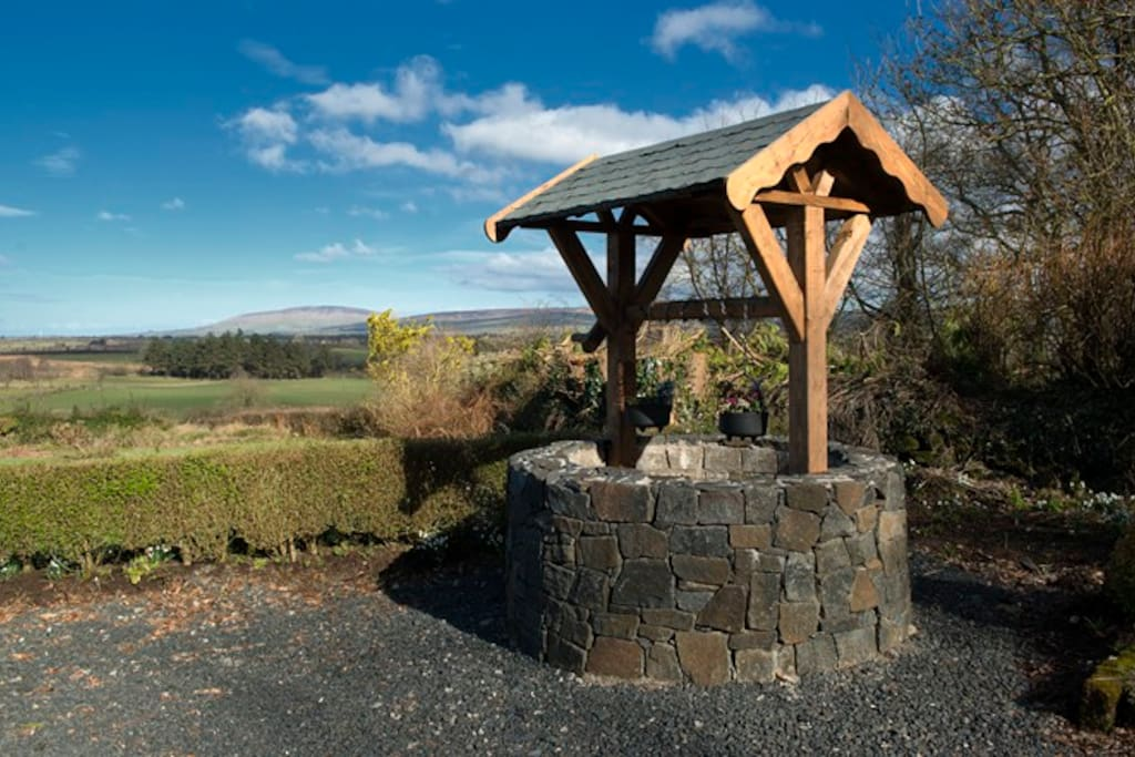 Pharis Smithy Wishing well with 360 degree views