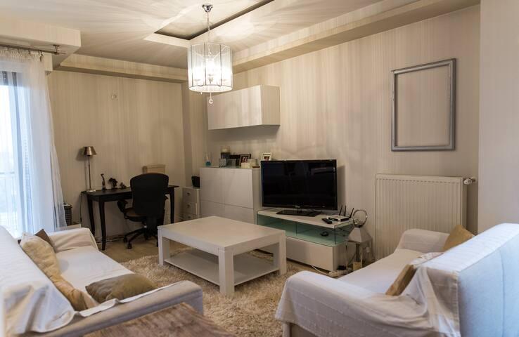 Cozy & Spacious, Royally Apartment