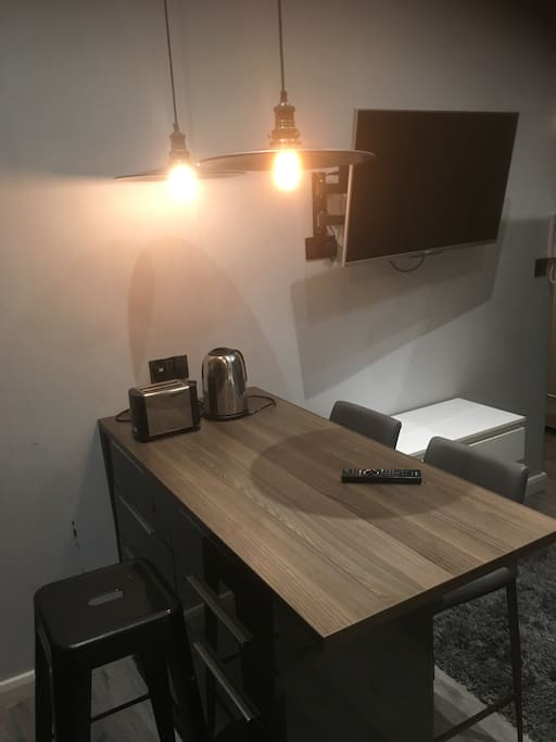 Dining table, Kettle and toaster