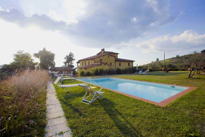 Charming Holiday Home in Tuscany with Swimming  Pool