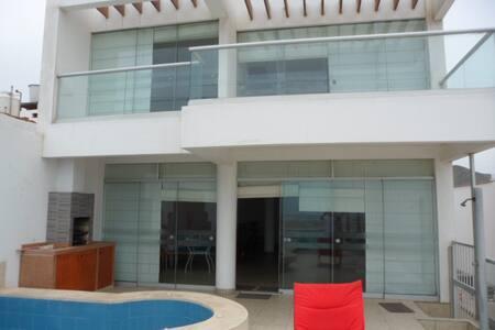 Casa en la Playa Los Lobos, Primera Fila - Cerro Azul - House