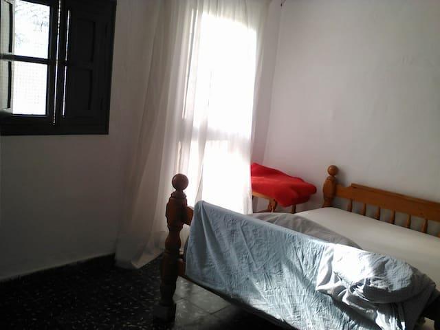 Chambre lit double dans ancienne maison de village - Turís - Townhouse