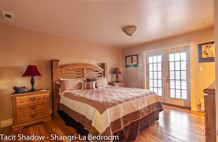 """TACIT SHADOW - """"Shangri-La"""" King Bedroom"""