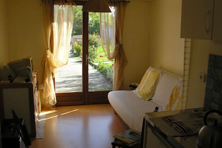 studio independant dans maison - Deyme - Bed & Breakfast
