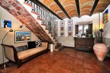Vestíbulo área huéspedes    /    Lobby area guests