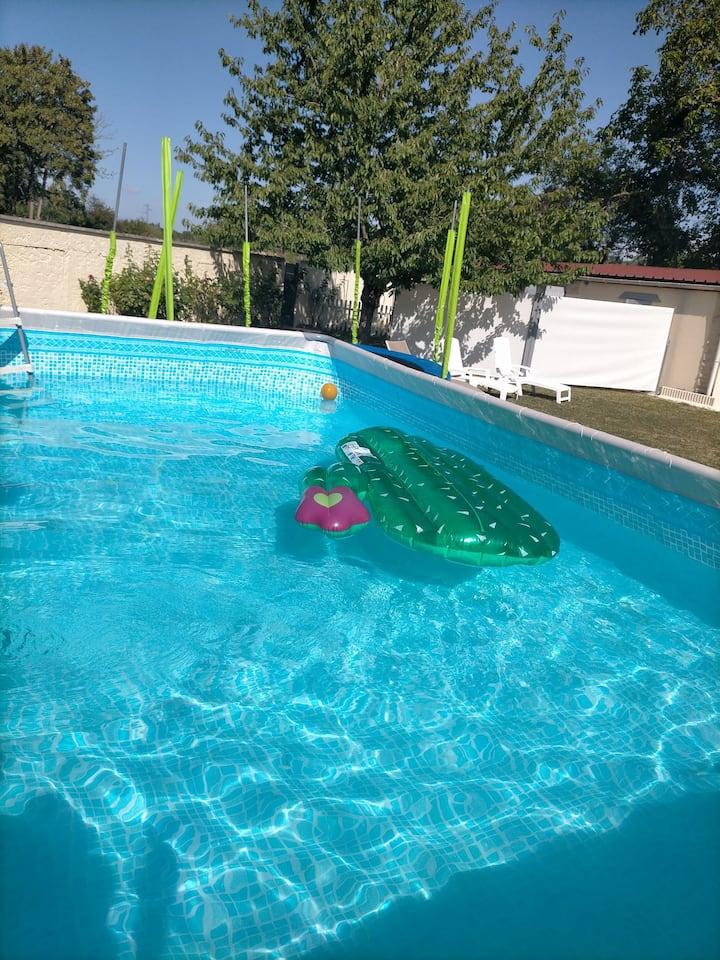 Maison à 15 mn de Disney, jardin et piscine
