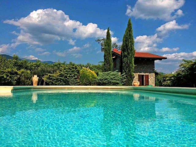 Villa 6 pax with large pool, WiFi BBQ near 5 Terre