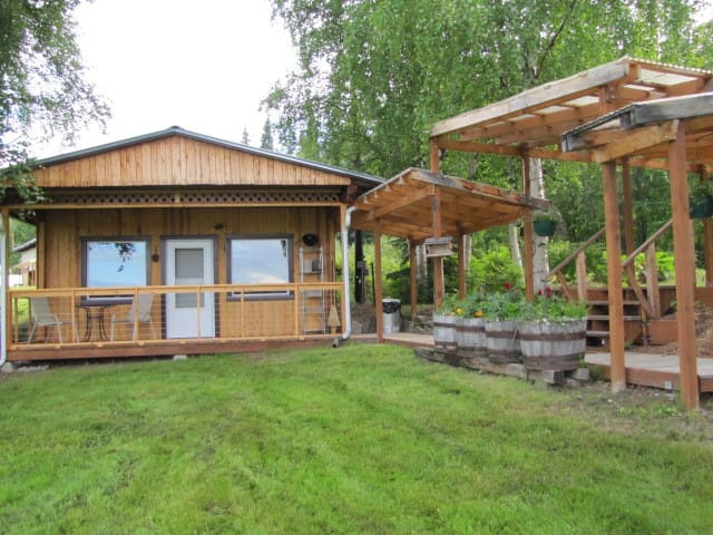 The Farm Cottage-Arctic Roots Farm - Fairbanks - Ξυλόσπιτο