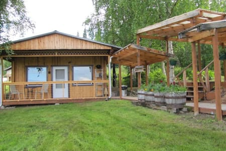 The Farm Cottage: Is a warm and comfortable fully furnished single bedroom, single bath cottage, tucked away in the Steele Creek Valley off Chena Hot Springs Road, but only a short 10 mile drive to downtown Fairbanks.