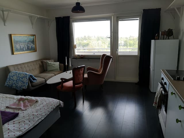 Fresh apartment with balcony, close to the metro