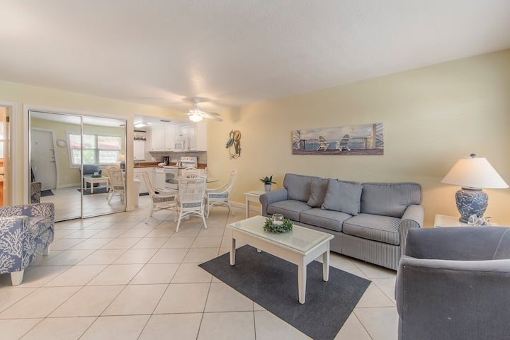 Ground Floor Updated  Unit -  Steps to Beach & Sunset - Free WiFi - Surf Song - #120 Surf Song Resort