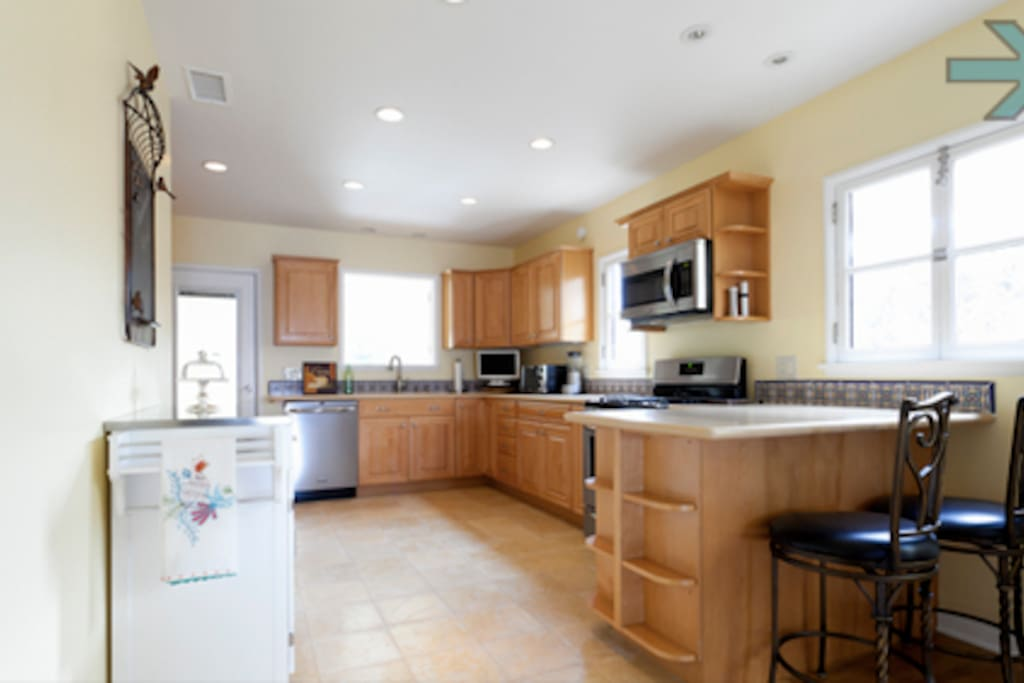 Open and spacious kitchen with all appliances