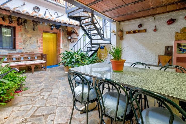 Casa de 5 habitaciones en Puebla de Don Rodrigo, con magnificas vistas a las montañas y terraza amueblada