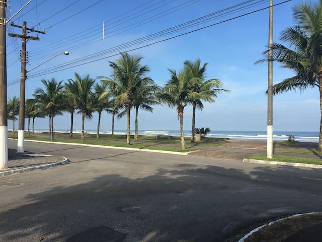 Acolhedora casa na Praia Grande