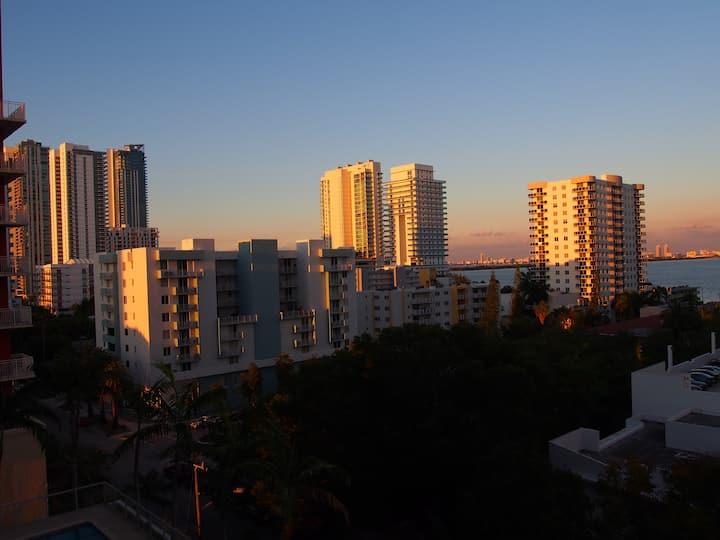 """""""Welcome to Miami"""" Condo w/ Views - 2bed/1bath"""