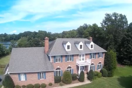 Lakeside 2-Bedroom Suite - Warrenton - House - 1