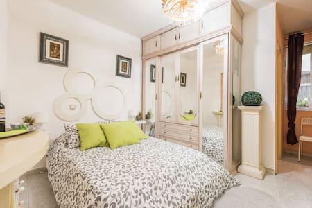 Room centre Madrid with en suite Malasaña Chueca