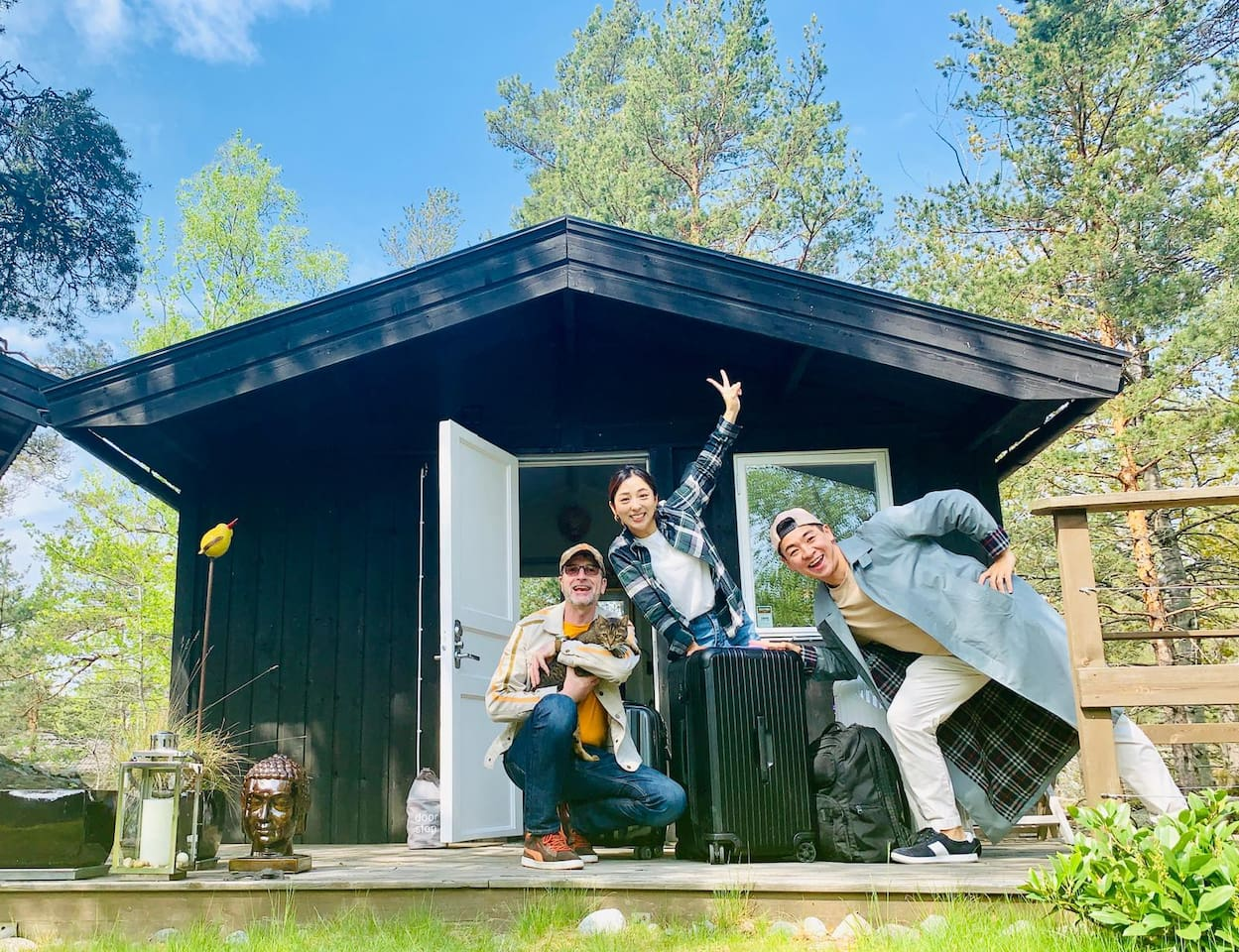 Are you looking for an eco-friendly 5-star stay? Sleep in a cosy cabin for two, have access to my house where you find bathroom, kitchen, a very large terrace with barbecue, hot tub and outdoor shower. Thanks Choi and Yoshi for the great photo:)