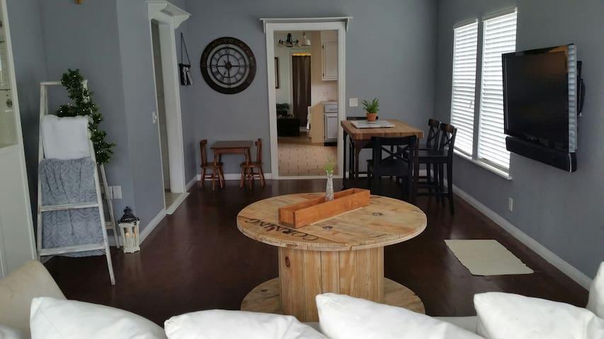 Fixed Up Farmhouse Style Cottage! - Mineola - Дом