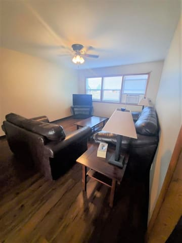 Spacious, furnished Williston long OR short term stay!