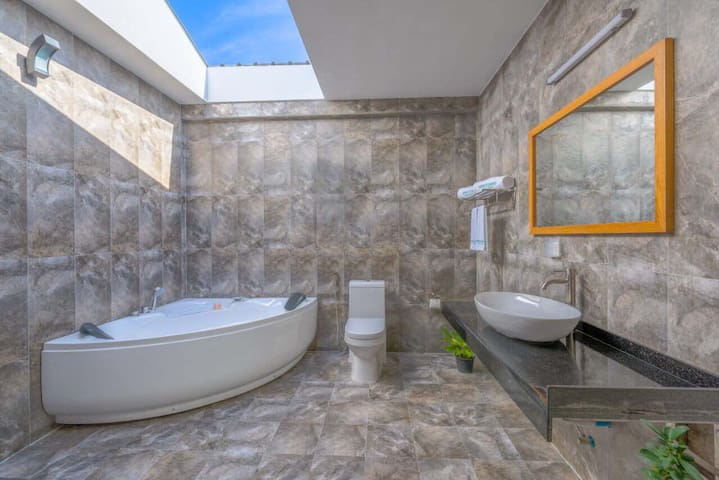 Your Luxurious Home in Paradise - Jacuzzi Villa
