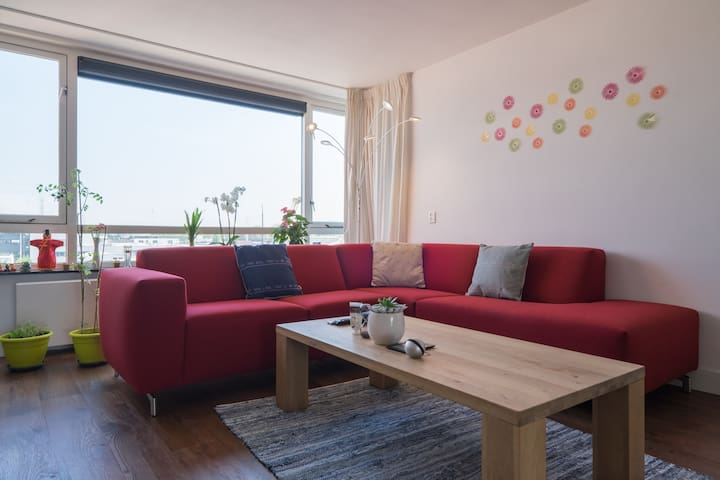 Modern appartment with canal view - Leiden - Apartment