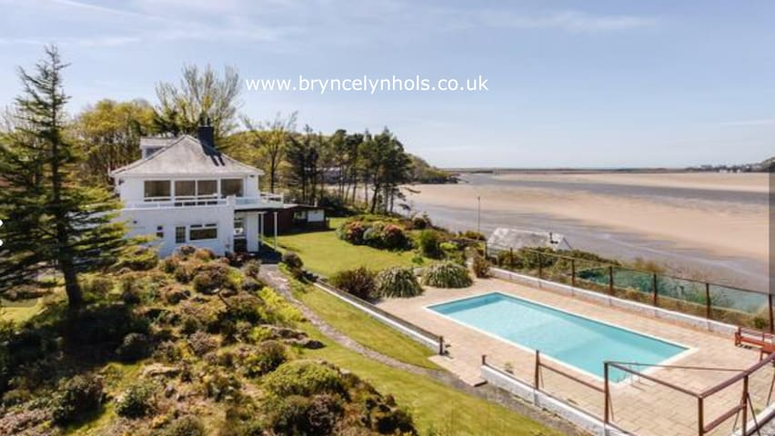 Bryn Celyn private garden and beaches (6-8 people)