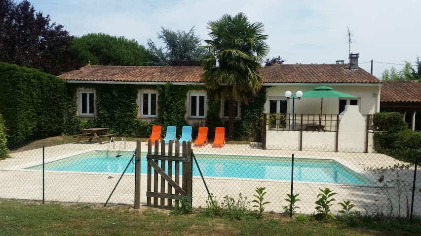 Villa with private pool and tennis court, sleeps 8